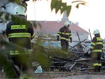 Spáleniště budovy na Florenci, kde v noci zahynulo osm lidí (27.10. 2010)