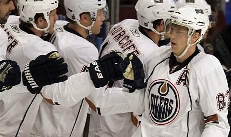 Edmontonsk� �toèn�k Ale� Hemsk� pøij�m� gratulace ke vstøelen� g�lu.