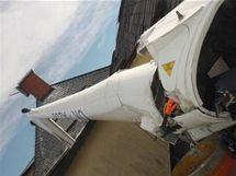 Ultralehké letadlo spadlo v Jeseníku na střechu jedné z budov městského koupaliště.