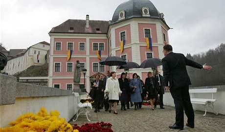 První dámy u zámku v Bečově nad Teplou.