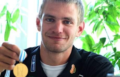 Skifař Ondřej Synek se zlatou medailí z mistrovství světa