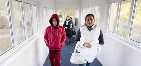 Rodina kubánského disidenta Rolanda Jiméneze Pozady na vyšetření v pražské nemocnici na Bulovce. (27. října 2010)