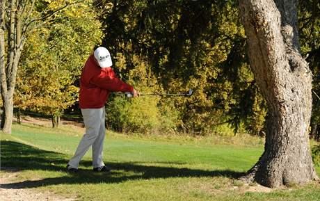 Obtížné golfové rány - nízká rána.