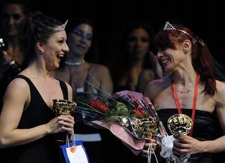 Elizabeth Munozová z Peru a Viviana Moralesová z Argentiny vyhrály šampionát tanečnic u tyče