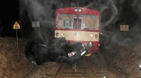 Srážka terénního auta s vlakem u Nové Pece na Prachaticku.