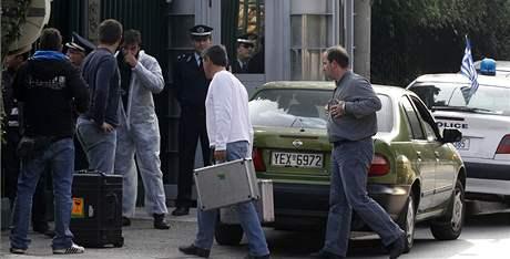 Protiteroristický tým přijel na ruskou ambasádu v Aténách vyšetřovat explozi výbušniny (2. listopadu 2010)
