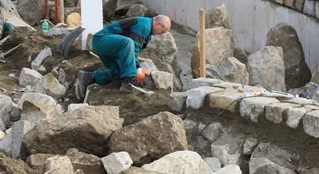 Stavba rybího přechodu u minaretu v Lednici.