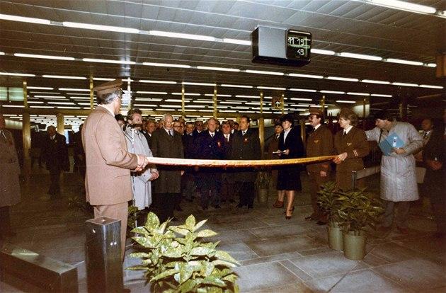 Otev�ení stanice na nám�stí Republiky 2. listopadu 1985 se zú�astnil i...
