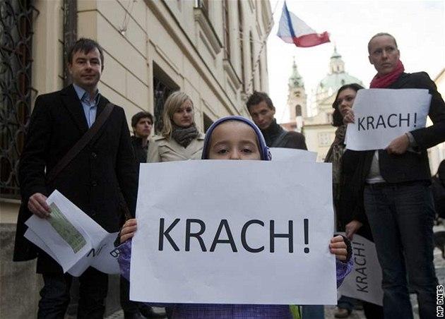 Zastánci fotovoltaiky protestovali p�ed Sn�movnou.