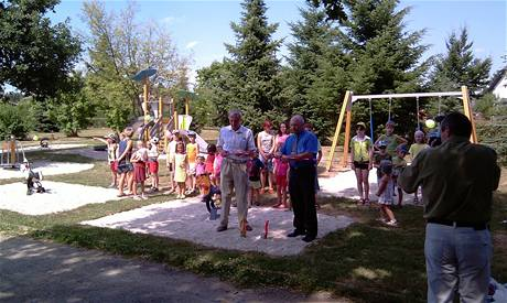 Slavnostní otevření Dětského hřiště v Ševětíně za účasti zástupců nadace ČEZ