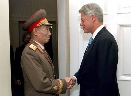 Čo Mjong-rok v roce 2000 s prezidentem Billem Clintonem při návštěvě Washingtonu
