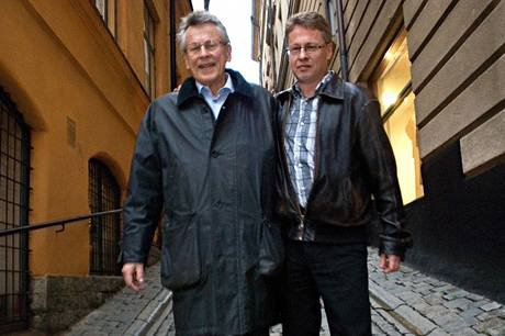 Otec a bratr spisovatele Stiega Larssona. Neměli s ním prý nijak dobré vztahy, nakonec však jeho majetek zdědili právě oni.