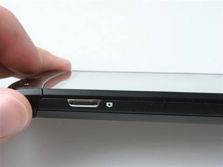 Recenze LG E900 detail