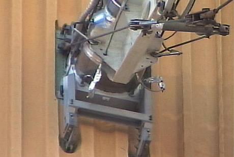 Ground Umbilical Carrier Plate - zařízení na odsávání plynného vodíku z palivové nádrže raketoplánu