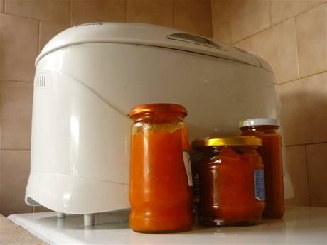 Marmeládu za vás vyrobí domácí pekárna. Jednoduše a hlavně bezpracně - na rozdíl od klasické přípravy v hrnci