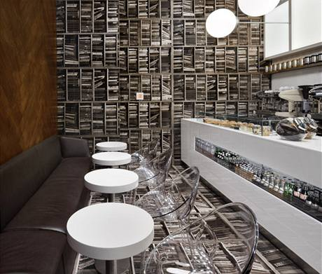Kavárna s iluzí knihovny o velikosti 39 metrů čtverečních vyšla majitele na půl milionu dolarů