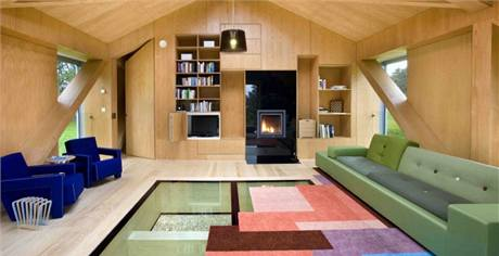Televize je v obývacím pokoji nainstalovaná, ale signál nelze v domě chytit. Hosté si mohou jen přehrávat DVD. Celý dům je pokrytý wi-fi signálem