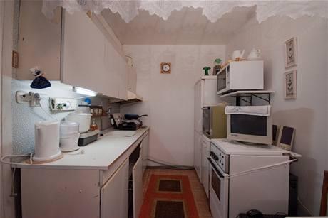 Původní kuchyňská linka se už sama rozpadala