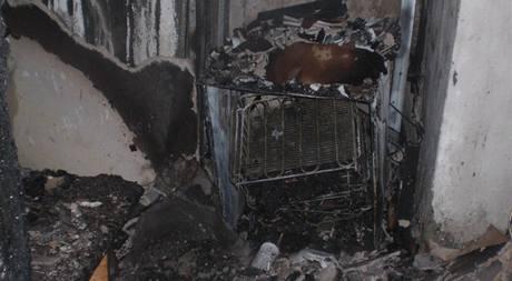 Požár rodinného domu v Hněvotíně nepřežil jeden člověk (2.11. 2010)
