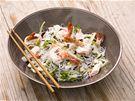 Thajský salát ze skleněných nudlí s mořskými plody (Yam wunsen)