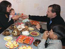 Ruský prezident Dmitrij Medveděv navštívil na Kurilských ostrovech místní obyvatele