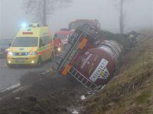 V neděli havarovala cisterna s mlékem v Pláničce u Klatov, řidiče museli vyprostit hasiči