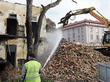 V brněnském Komárově začala demolice domů, které musely ustoupit stavbě přeložené trasy tramvají.