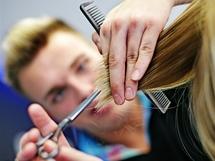 Nový střih vlasů - proměna čtenářky Katky