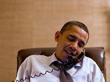 Prezident Barack Obama telefonuje Johnu Boehnerovi po volbách do Kongresu (2. listopadu 2010)