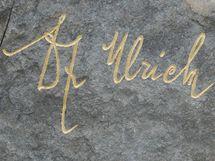 Podpis na soše královéhradeckého starosty Ulricha