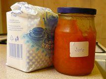 Postup při výrobě džemu v domácí pekárně je stejný - potřebujete kromě ovoce i hodně cukru