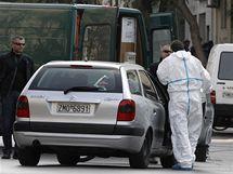 Pyrotechnici v Aténách připravují řízené odpálení nálože (2. listopadu 2010)
