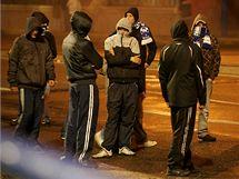 Chuligáni ostravského Baníku při potyčkách s policií.