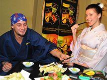 Sámer Issa a Inna Puhájková v japonské restauraci