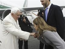Španělská princezna Letizia vítá papeže.