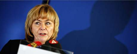 Švédská ministryně spravedlnosti Beatrice Asková na tiskové konferenci ohledně skandálu se sledování Švédů americkou ambasádou (6. listopad 2010)