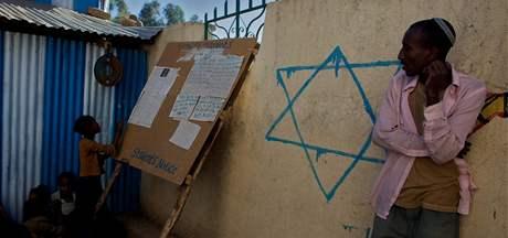 Etiopští židé z komunity Falaš Mura v táboře u města Gongor (11. ledna 2009)