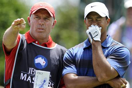 Tiger Woods a jeho caddie Steve Williams, druhé kolo JBWere Australian Masters 2010.