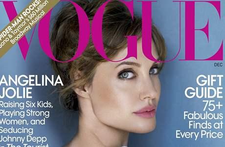 Angelina Jolie na obálce časopisu Vogue