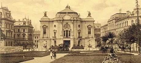 Archivní fotografie divadla z roku 1910.