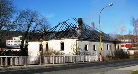Domu shořela střecha.