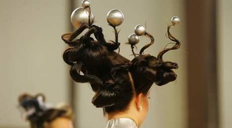Soutěž Mladý módní tvůrce 2010 - účesy, líčení i módní tvorba.