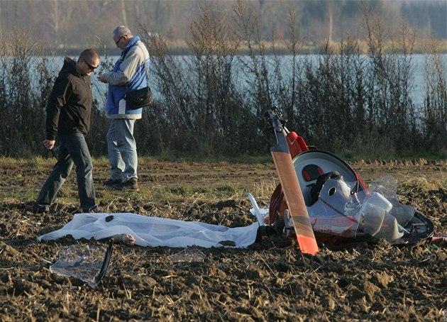 U obce Náklo na Olomoucku se z�ítil malý vrtulník. (14. listopadu 2010)