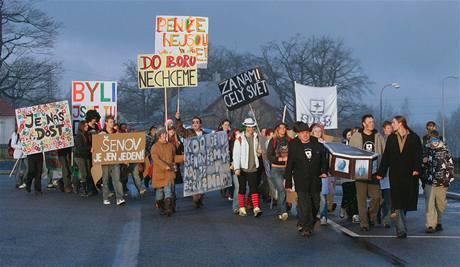 Protest studentů proti spojování sklářských škol v Kamenickém Šenově a Novém Boru.