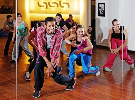 Tanečník Yemi A.D. - při jedné z lekcí se svými žáky v dance akademii