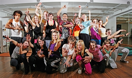 Tanečník Yemi A.D. se svými žáky - po jedné z lekcí v dance akademii