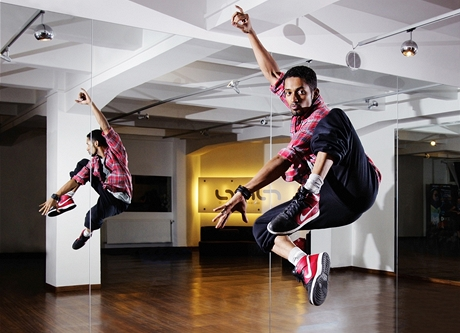 Tanečník Yemi A.D. ve své Dance Academy Prague
