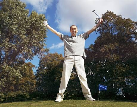 Oslava vlastní dobré rány může jiné golfisty pěkně nakrknout.