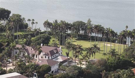 """Sousedem Tigera Woodse na Jupiter Islandu je Greg Norman se svou """"palmovou"""" rezidencí."""