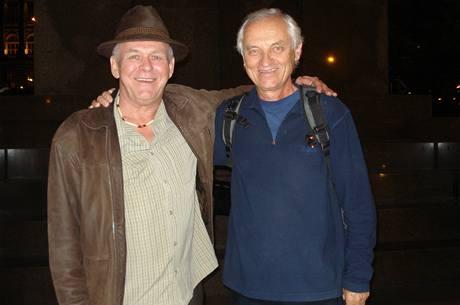 Zleva Rick Simpson s profesorem Lumírem Hanušem z Hebrejské univerzity v Jeruzalémě
